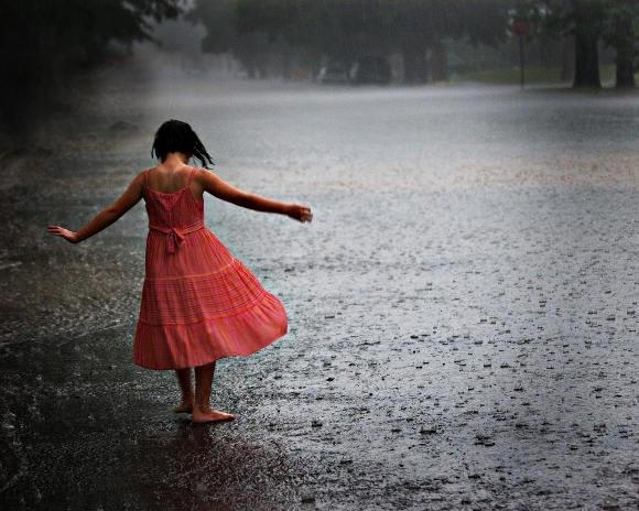 C'eshte lumturia Girl-dancing-rain_thumb2